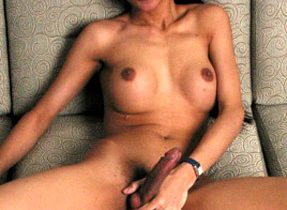 Curvaceuos Tranny Stunner Goes Wild