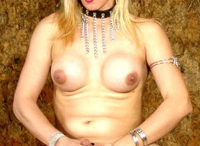 Gorgeous Tranny In Sensual Pose