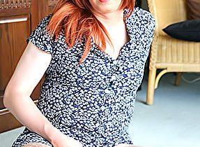 Jerking Kissable T-Girl In Stockings