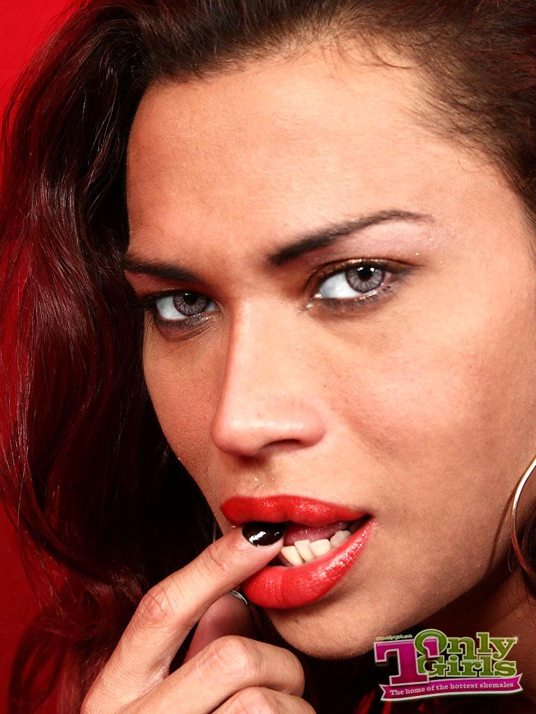 Luscious Tgirl Lips
