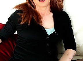 T-Girl Milf Lucimay Poses
