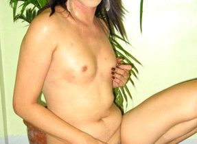 Transexual Goddess Shakes Her Marvelous Booty